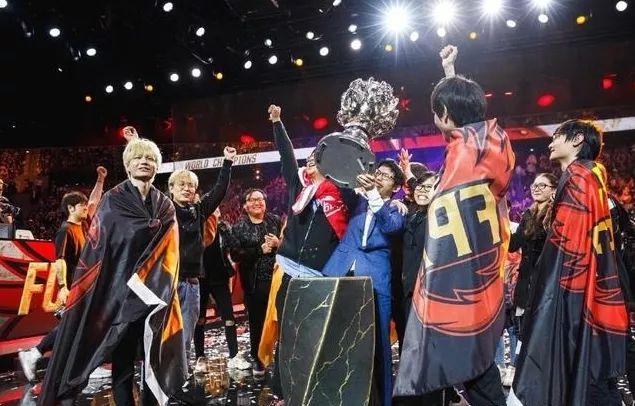 668卡盟:FPX世界赛纪录片:无法阻挡的LPL铁骑