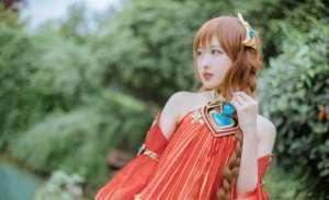 擎宇卡盟:王者荣耀大乔cos照,扎麻花辫的萌系少女,为啥不穿鞋子?