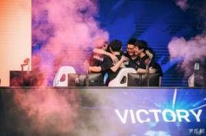 凌霜辅助:韩网友热议TES季中杯夺冠:GEN和T1输给这样一支队伍,值了呀
