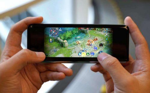 非梦卡盟官网:手机屏幕形态百出?游戏多开想要扩展大视野少不了ROG这款配件