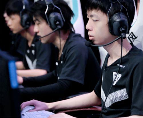 惠友卡盟:转会期毫无消息,RNG的S11还有未来吗?;UZI请求设计师增强AD